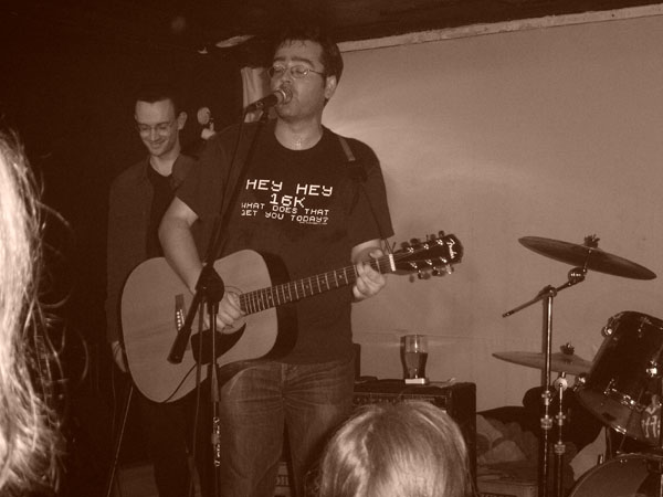 On January 27th 2006 The Validators (without Frankie Machine) played at The Grapes in Sheffield